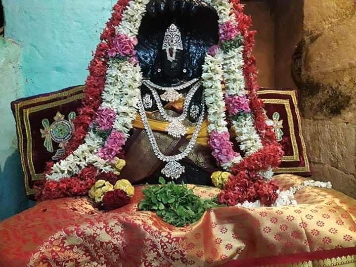 ஆதி பவள வண்ணர்