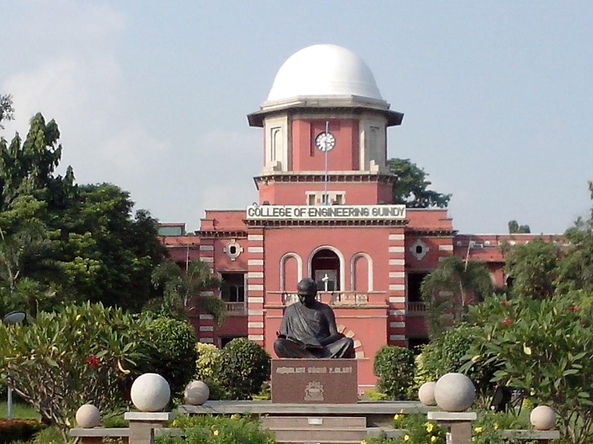 இன்ஜினீயரிங் கல்லூரிகளில் லட்சக் கணக்கில் கட்டணம் வசூல்... தீர்வு என்ன?!