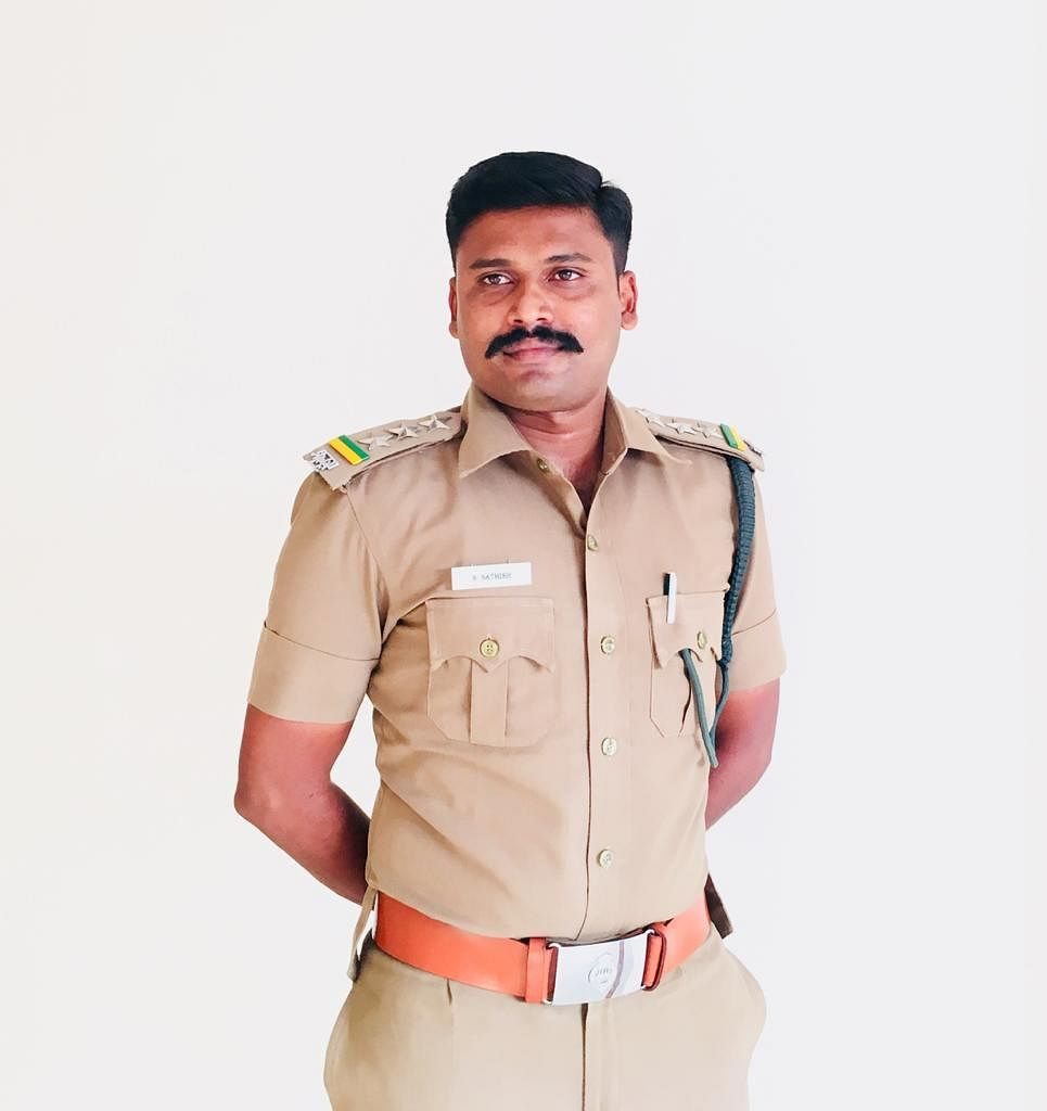 வனச்சரகர் சதீஷ்