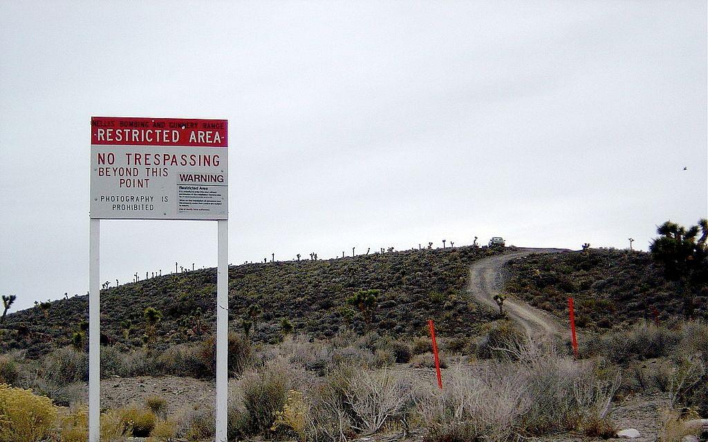மர்மங்களின் இருப்பிடமா Area 51...?! 'உண்மை தெரிஞ்சாகணும்' எனத் துடிக்கும் சதிக் கோட்பாட்டாளர்கள்