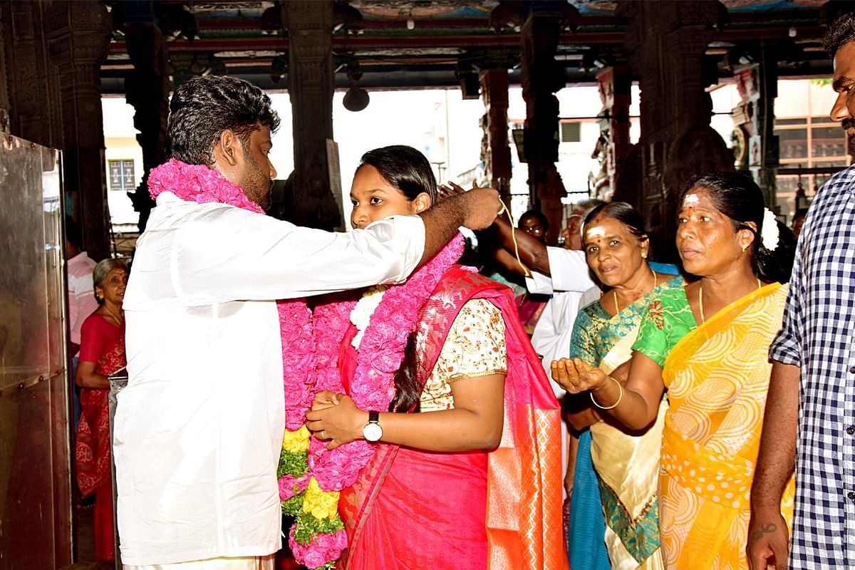 நிதர்சனா - மைக் ரிச்சர்ட்சன்