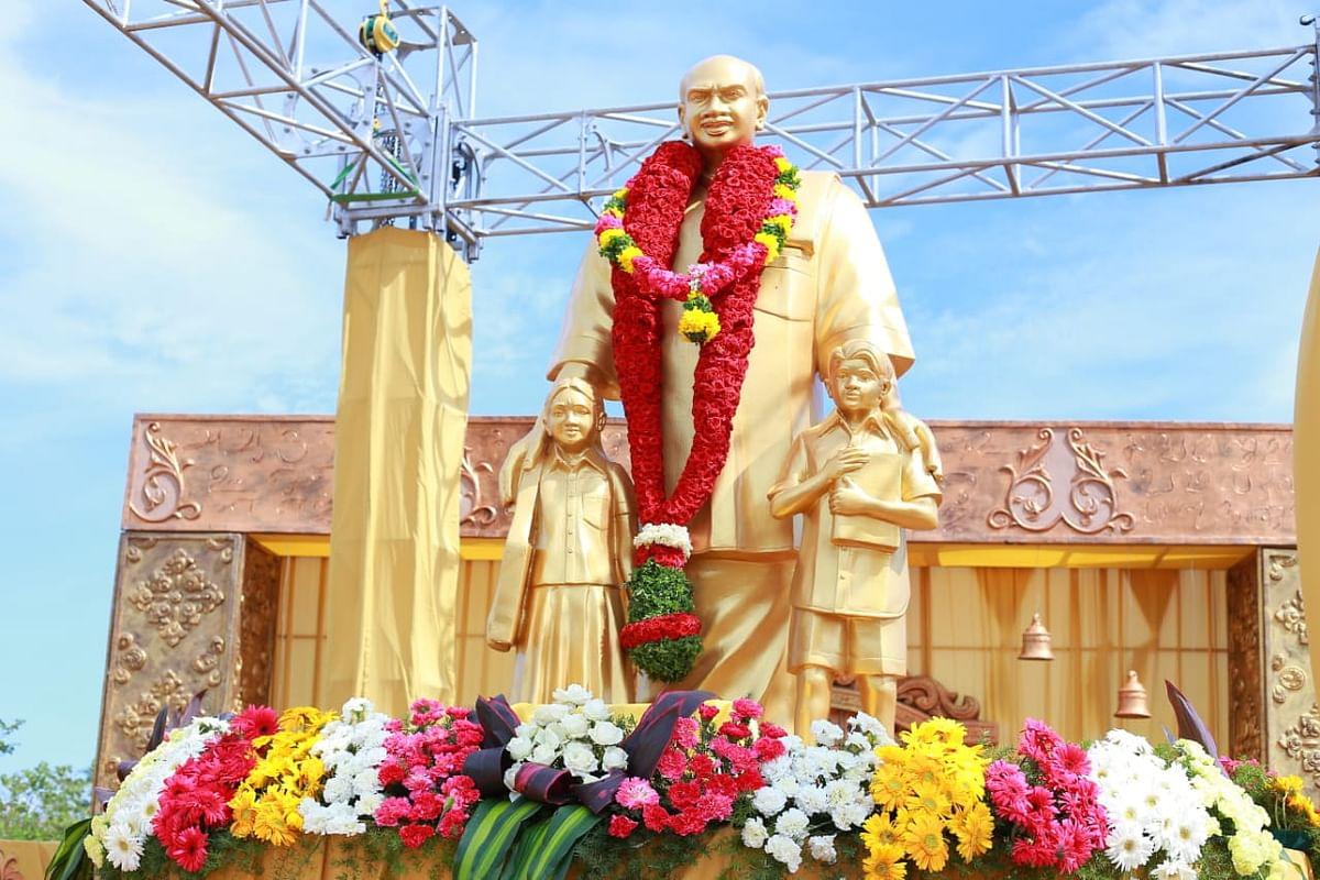 காமராஜர் சிலை