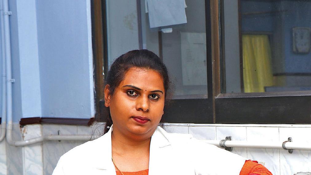 லேப் டெக்னீஷியன் திருநங்கை நேயா