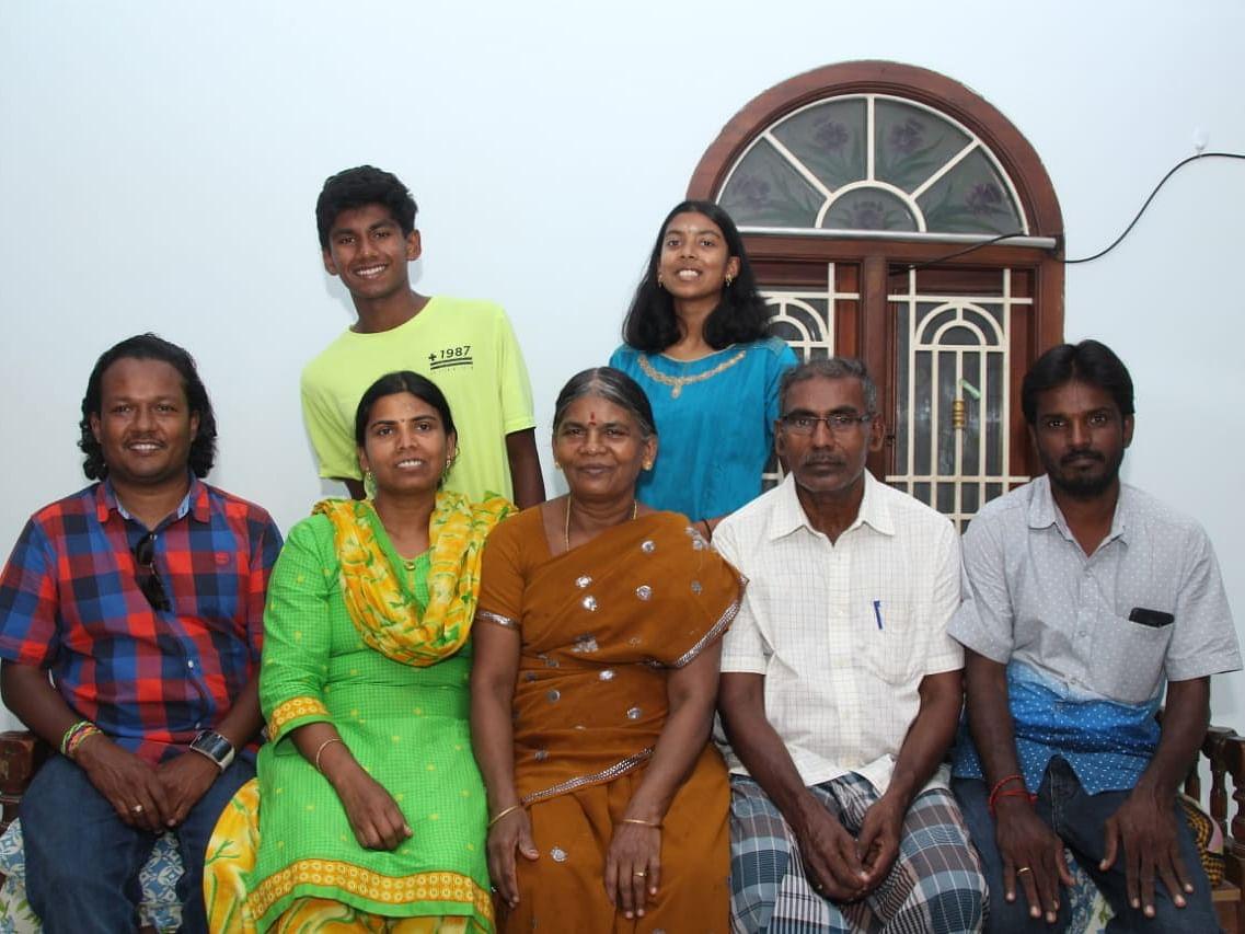 17 வயதில் 4 பட்டம், 13 வயதில் 3 இணை பட்டம் - அசத்தும் அமெரிக்க வாழ் தமிழ் குழந்தைகள்!