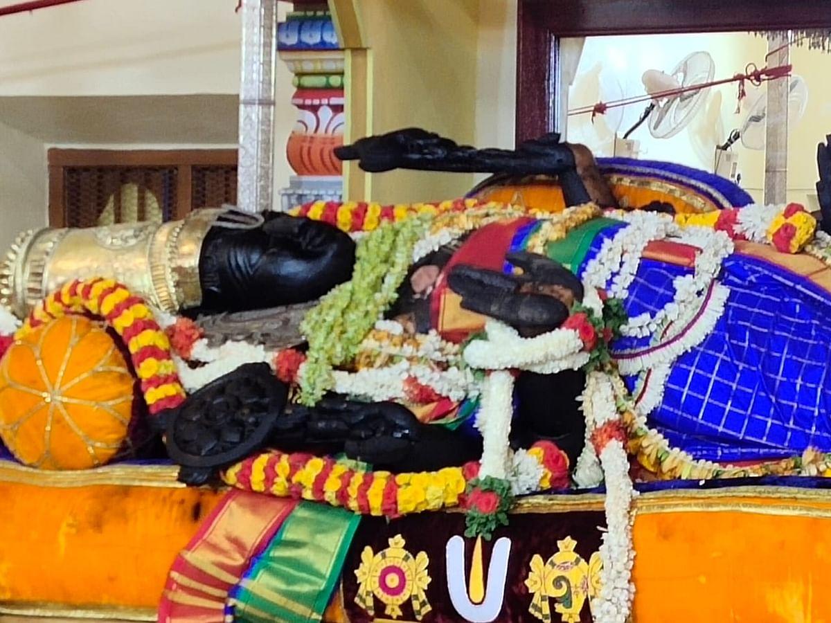 அத்திவரதரை உற்சவர் சந்திக்கும் வைபவம்... இன்று அனந்த சரஸ் குளத்தில் எழுந்தருளுகிறார்!