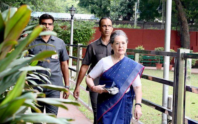காங்கிரஸ்: `மோடி அரசின் மோசமான சதியைத் தோற்கடிக்க வேண்டும்!' -  சோனியா காந்தி