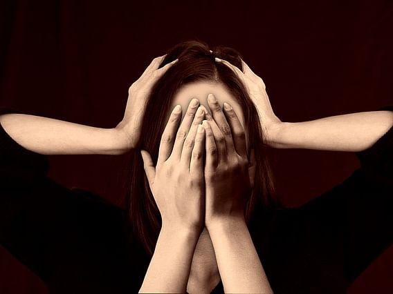 `தனிமை,மன அழுத்தம்; ஊரடங்கால் பாதிப்புக்குள்ளாகும் பெண்கள்!' இங்கிலாந்து ஆய்வில் அதிர்ச்சி