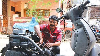 பைக் மெக்கானிக் கௌதமன்