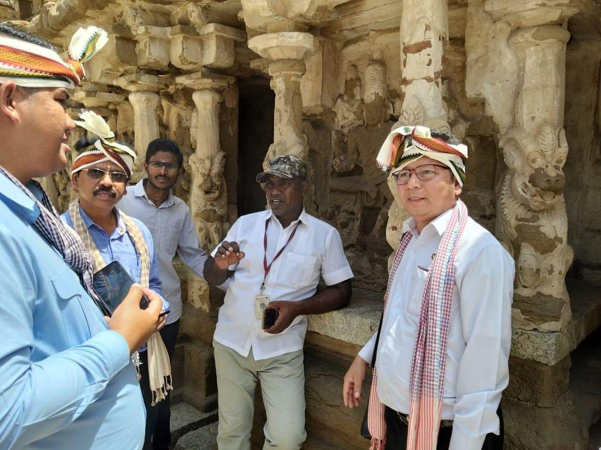 கம்போடிய அதிகாரிகள்