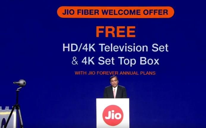 `இலவச 4K டிவி, வெளியான அன்றே வீட்டில் திரைப்படம்..!' ஜியோவின் ஜிகா ஃபைபர் அதிரடி! #JioGigaFiber