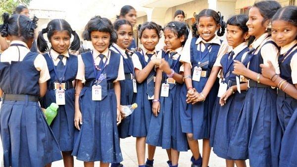 மாணவர்களை அடிக்கக்கூடாது என்பதால் கற்றல் திறன் குறைந்துவிட்டதா?  #VikatanSurvey - A survey about school student punishment