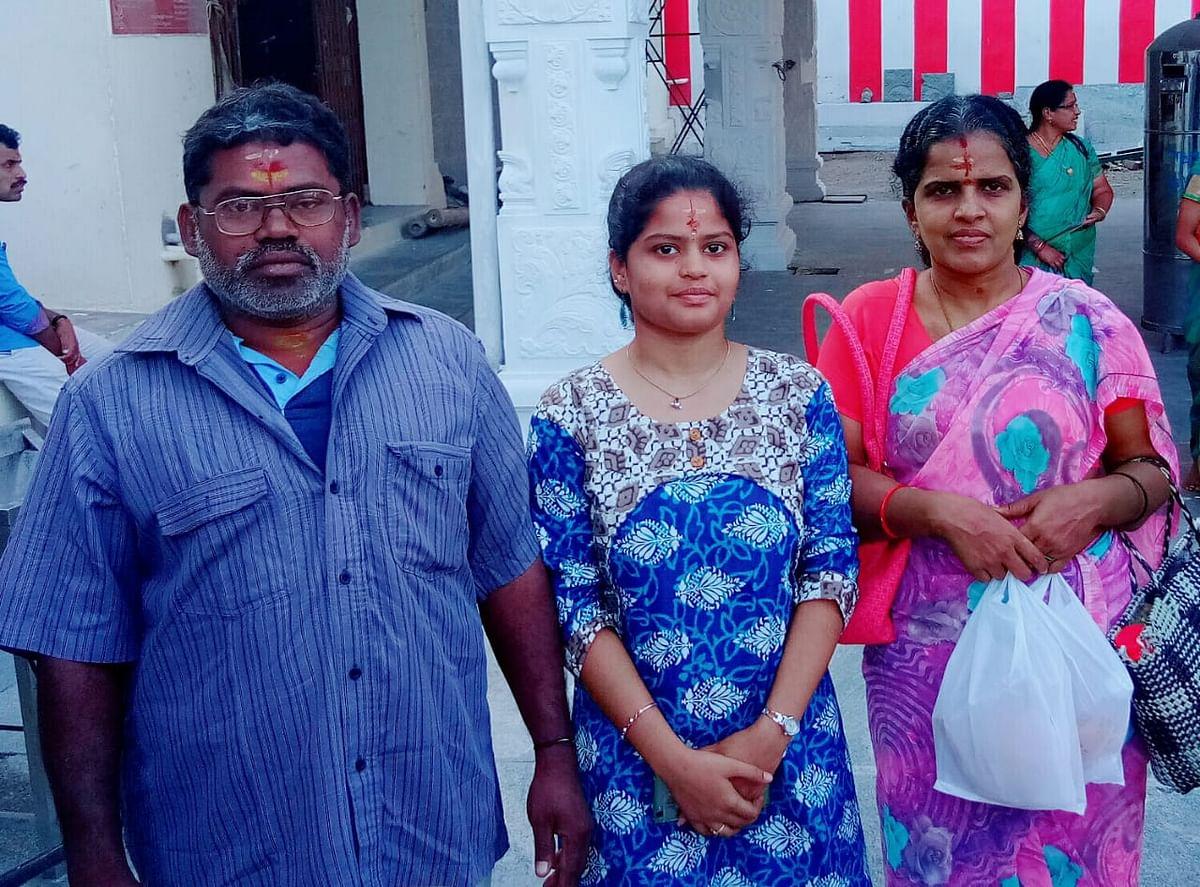 அழகுலட்சுமி தனது குடும்பத்துடன்