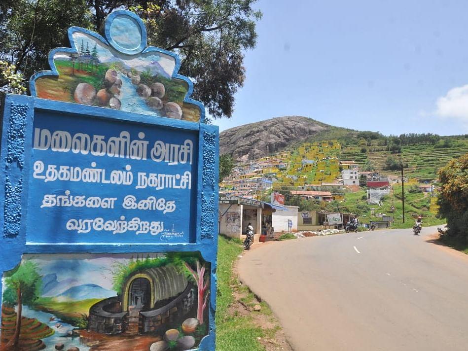 அதிரவைக்கும் பெட்ரோல் பங்க் மோசடி... ஊட்டி சுற்றுலாப் பயணிகளே உஷார்! #TamilnaduCrimeDiary