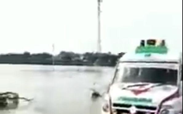 `உதவ நினைத்தேன்; அவ்வளவுதான்!'- மூழ்கிய பாலத்தில் ஆம்புலன்ஸை வழிநடத்திய சிறுவன்
