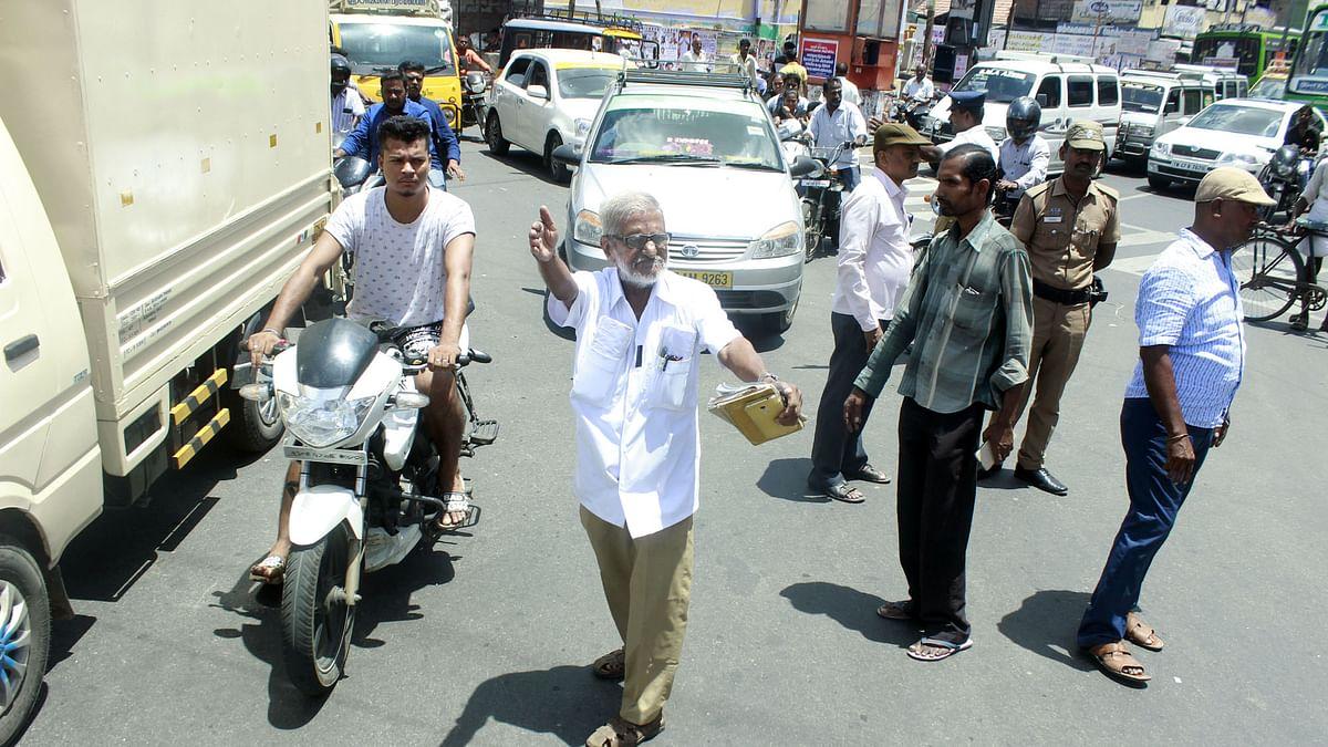 போக்குவரத்தைச் சரிசெய்யும் டிராஃபிக் ராமசாமி