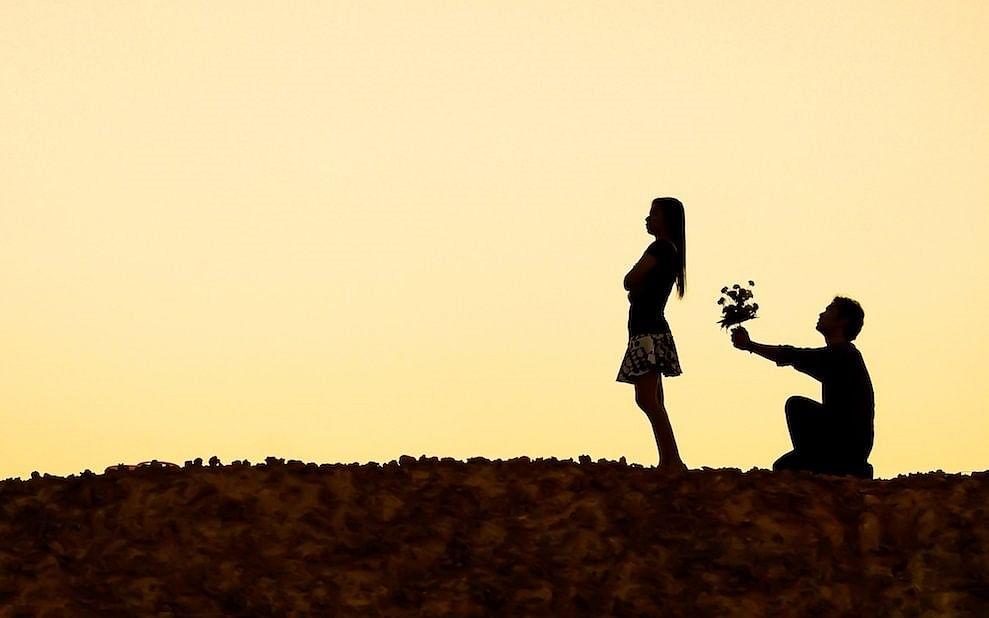 `சண்டையே போடமாட்டேங்குறார்; அன்புத்தொல்லை தாங்கல...!' - விவாகரத்துகேட்டு நீதிமன்றம் சென்ற பெண்