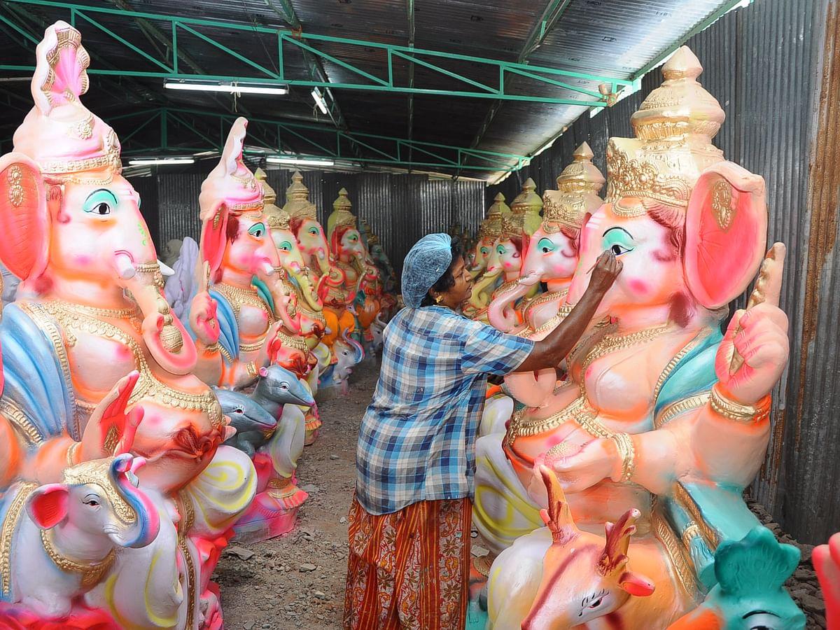 விநாயகர் சதுர்த்திக்குத் தயாராகும் ஈரோடு... களைகட்டும் சிலை செய்யும் பணிகள் ஒரு பார்வை!