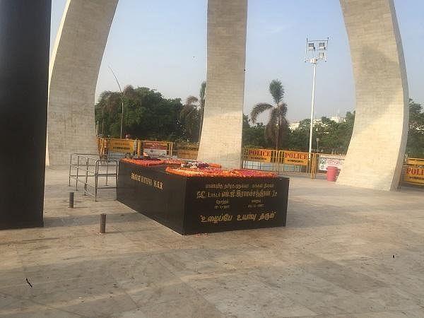 எம்.ஜி.ஆர் சமாதி