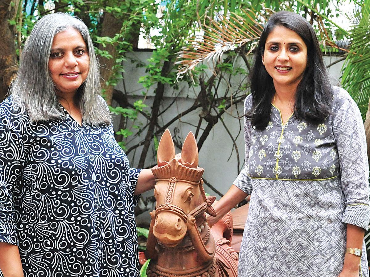பிரியா கோபாலன், சந்தியா ராஜன்