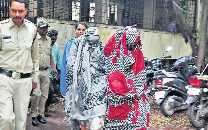 `அமைச்சர்கள் முதல் ஐ.ஏ.எஸ் அதிகாரிகள் வரை..!' - மத்தியப் பிரதேசத்தை உலுக்கிய 5 பெண்கள்