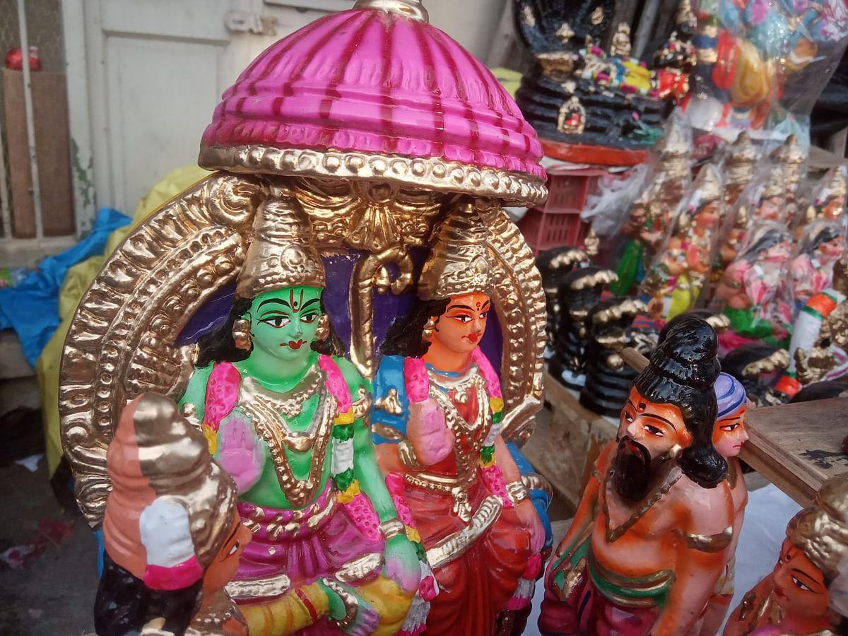 அத்திவரதர், நரசிம்மர், சக்கரத்தாழ்வார்... களைகட்டும் கொலு பொம்மை விற்பனை!