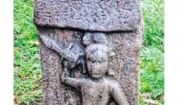 9-ஆம் நூற்றாண்டைச் சேர்ந்த நடுகல்