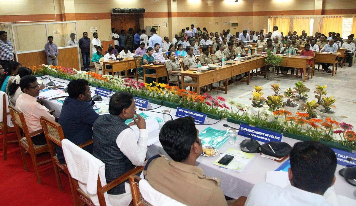 மாவட்ட ஆட்சியர் அரங்கில் 'ஜெகதீஷ் ஹிர்மாணி' தலைமையில், நடந்த ஆய்வுக் கூட்டம்!