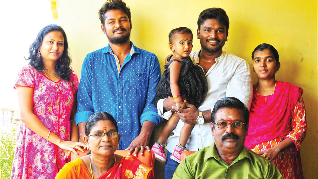 குடும்பத்துடன் இயக்குநர் ரத்னகுமார்