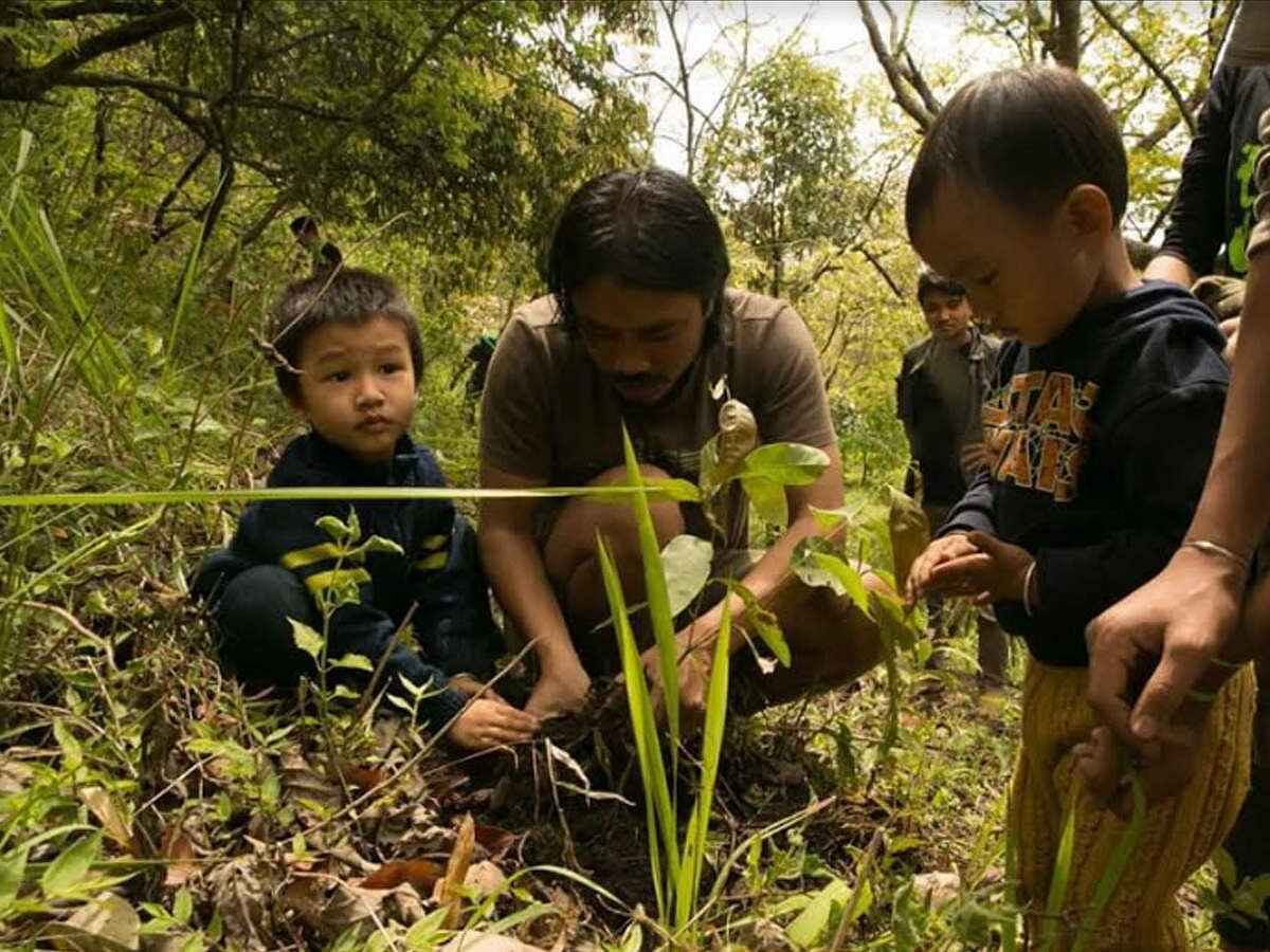 Loiya with Children