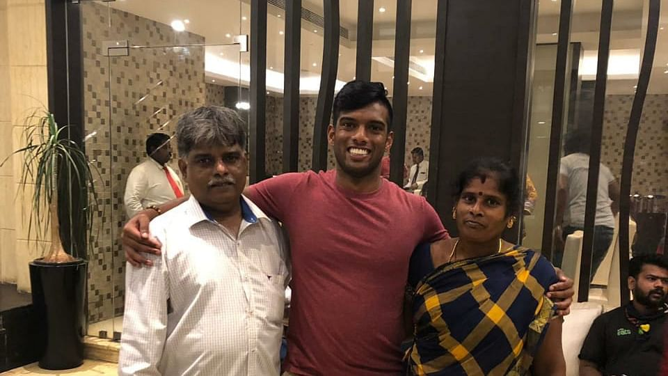 Avi Manthe with his Parent
