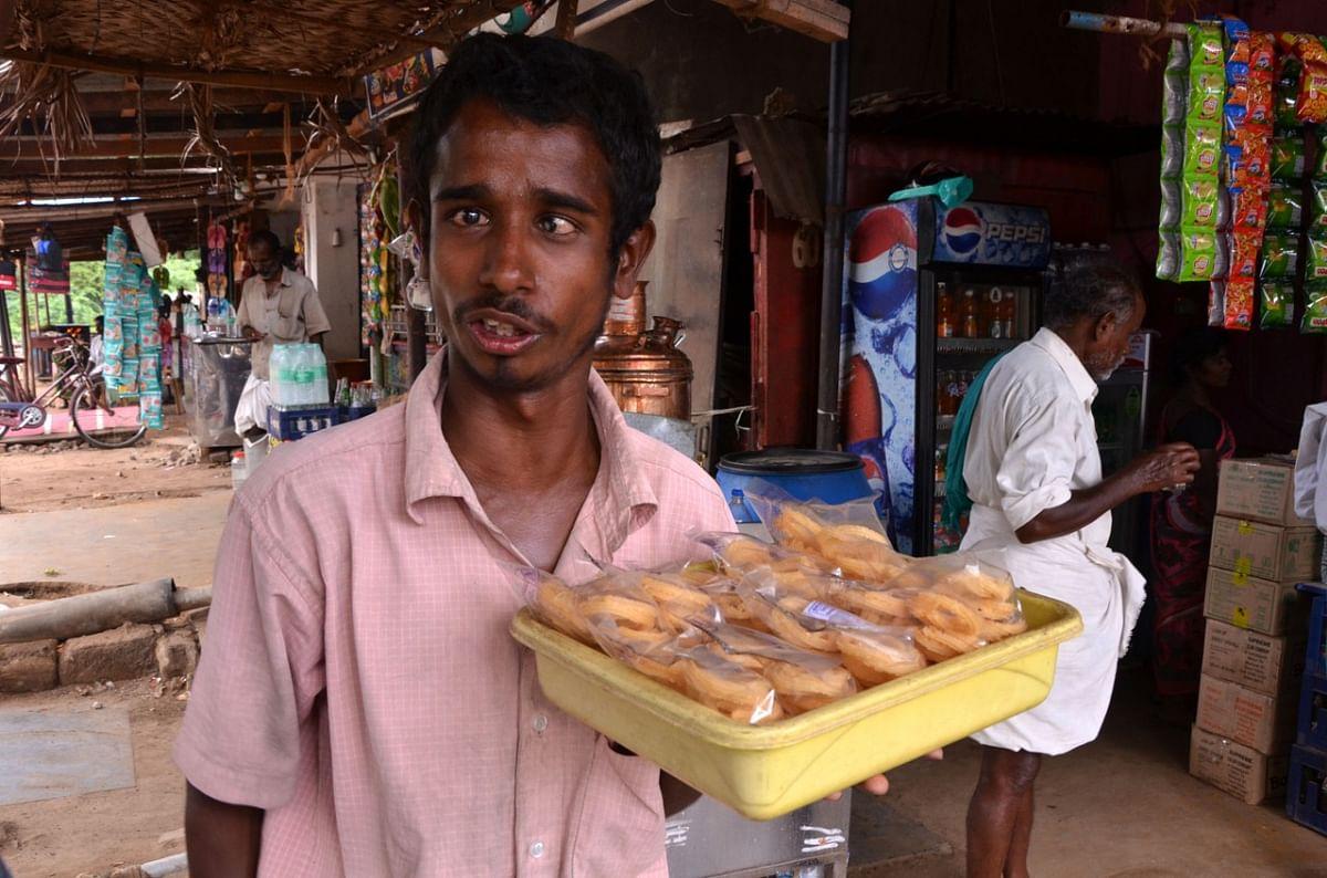 முறுக்கு வியாபாரத்தில் உதயகுமார்