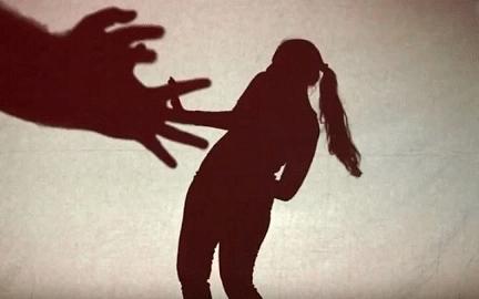நாமக்கல்: பாலியல் வன்கொடுமைக்கு ஆளான ப்ளஸ் ஒன் மாணவி! - சினிமா துணை நடிகர் உட்பட மூவர் கைது
