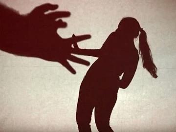 பரமக்குடி: 10-ம் வகுப்பு மாணவிக்கு பாலியல் வன்கொடுமை! திருமணமான இளைஞர் போக்சோவில் கைது