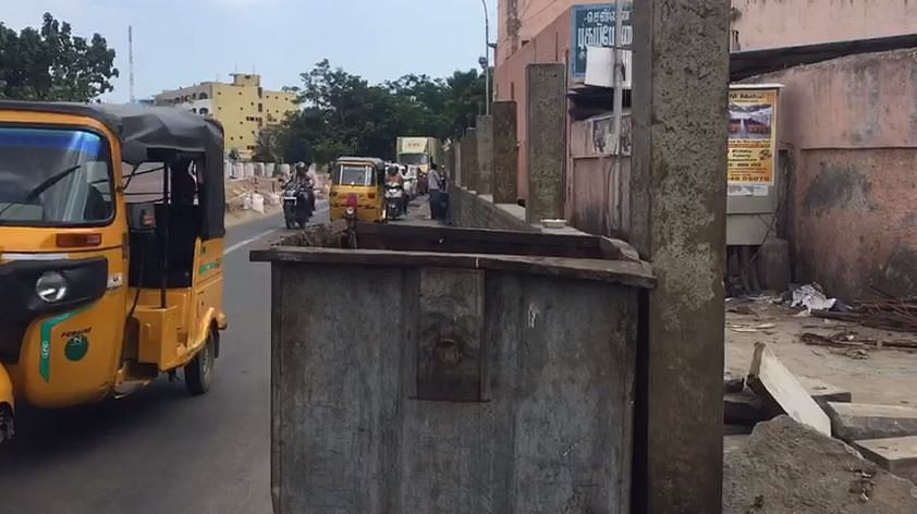 `சென்னை மாநகராட்சியே இப்படிச் செய்யலாமா?' - அதிர்ச்சி கொடுத்த நடைபாதை சுவர்