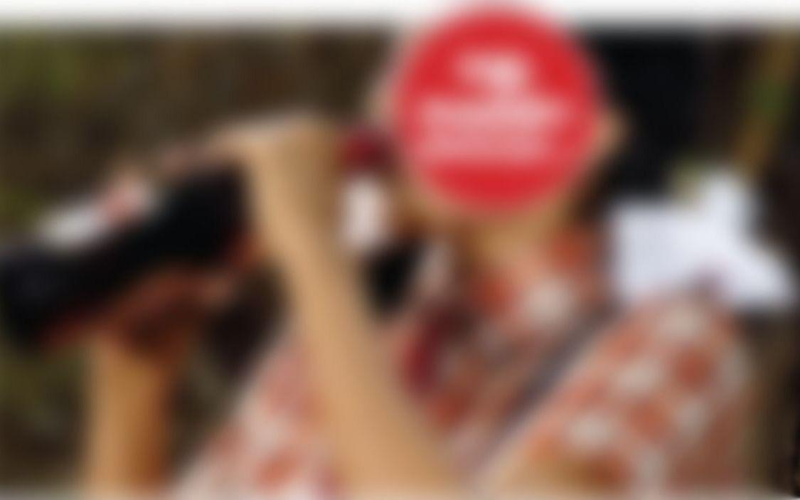 பிறந்தநாள் பார்ட்டி; வகுப்பறைக்குள் பீர் பாட்டில்கள்!- ஆசிரியர்கள் திட்டியதால் மாணவி தற்கொலை