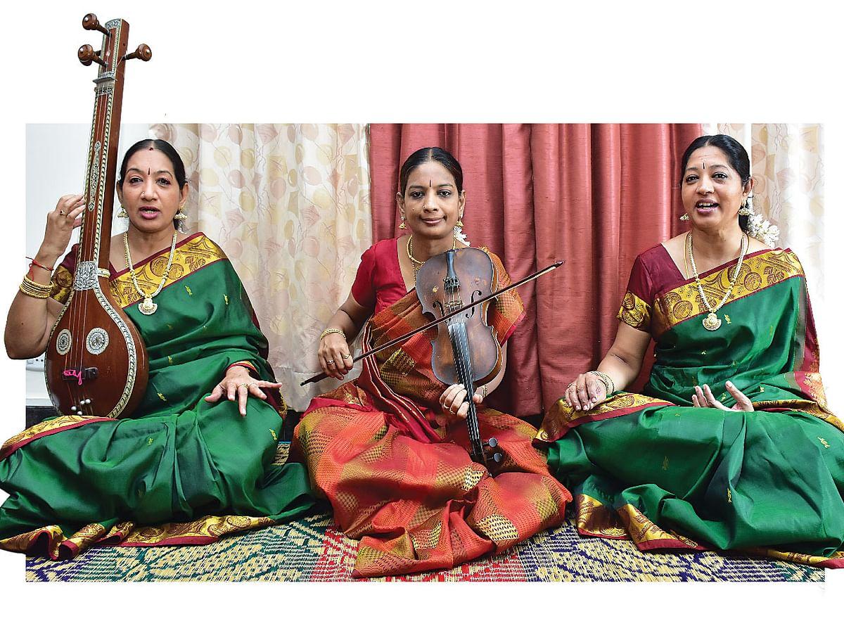 விஜயலட்சுமி,  ஹேமலதா,  சித்ரா