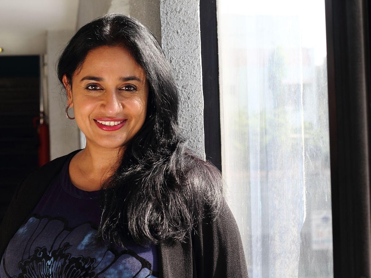 `` `வர்தா' லாக் டவுனில் அம்மா, அப்பா இருந்தார்கள்... கொரோனாவில்..?!'' - அனுஹாசன் #Video