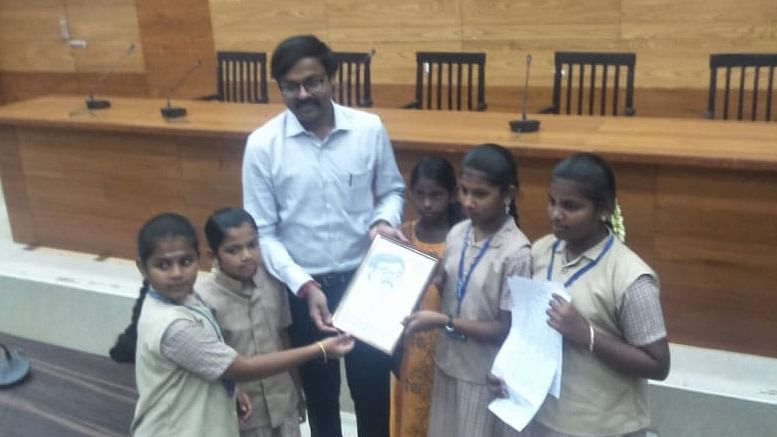 Students meet Vijaya karthikeyan IAS