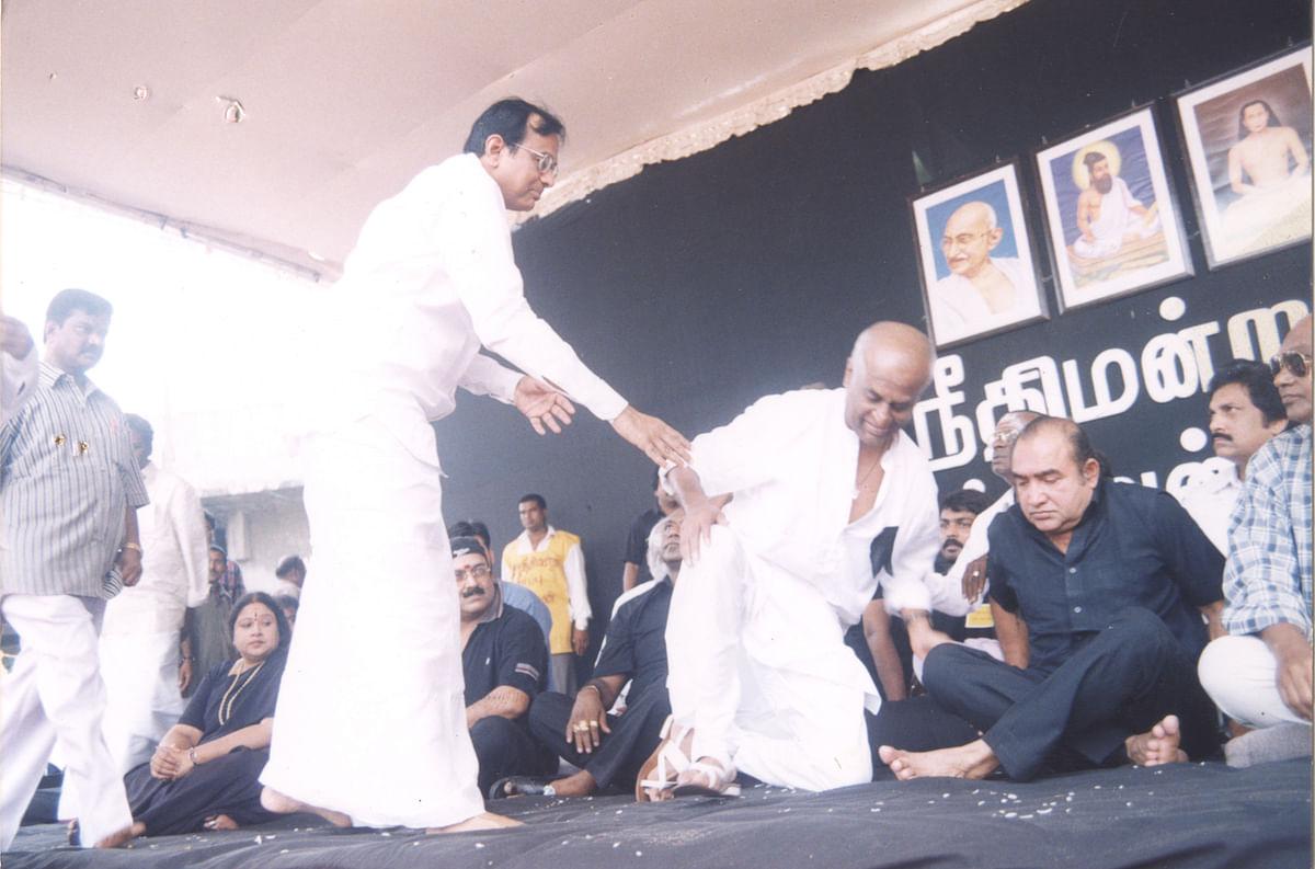 ரஜினி உண்ணாவிரதத்தில் ப.சிதம்பரம்...