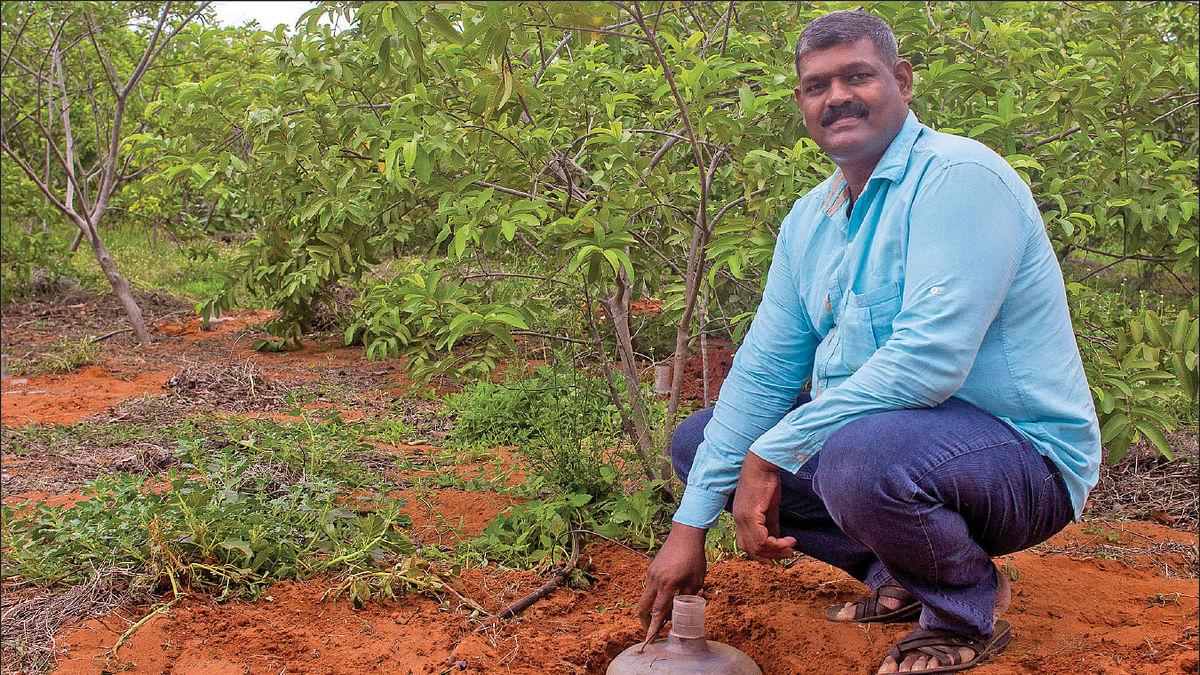 தண்ணீர் கேன் பாசனத்துடன் சக்திகுமார்