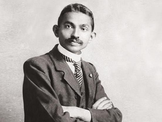 கோட் சூட் காந்தியை வேட்டி துண்டுக்கு மாற்றிய அந்த நிகழ்வு! #Gandhi150