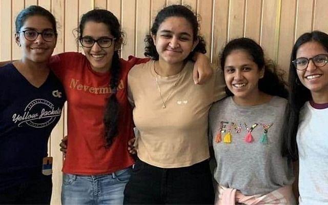 """``இந்தியாவை தலைநிமிரச் செய்வோம்"""" - ரோபோ ஒலிம்பிக்குக்குத் தேர்வாகிய இந்தியாவின் முதல் பெண்கள் அணி!"""