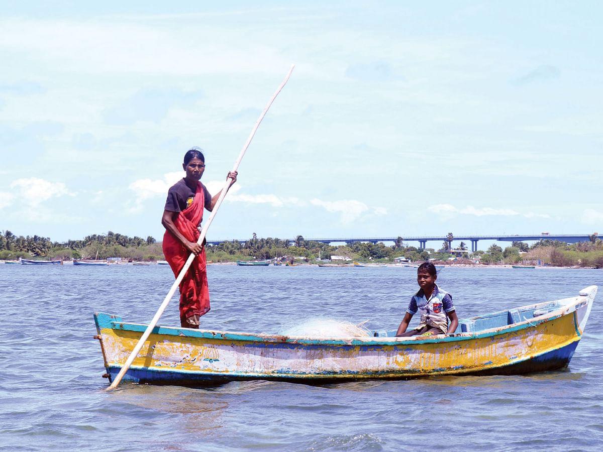 வாழ்க்கைக் கரையேற வங்கக் கடலில் ஒரு மனுஷி - நம்புசெல்வம்