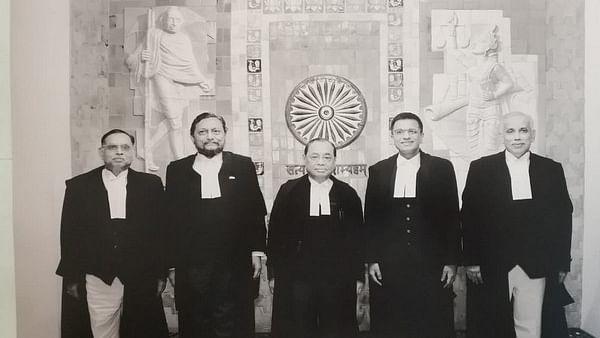 அயோத்தி வழக்கின் அரசியல் சாசன அமர்வு