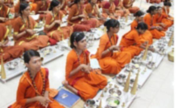பிடதியில் பெண் குழந்தைகளுக்குப் பயிற்சி