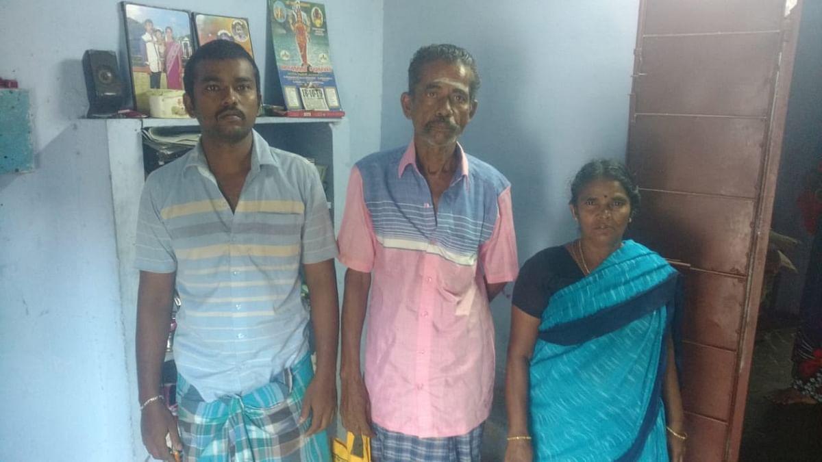 குடும்பத்தாருடன் முருகானந்தம்