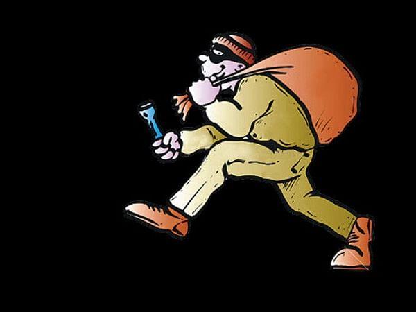 `வைர மோதிரமா... மதிப்பு தெரியாம வித்துட்டேன்!' - தொழிலதிபர் வீட்டுக் கொள்ளையில் சிக்கிய காவலாளி