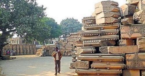 அயோத்தி ராமர் கோயில் கட்ட தயாராக உள்ள தூண்கள்