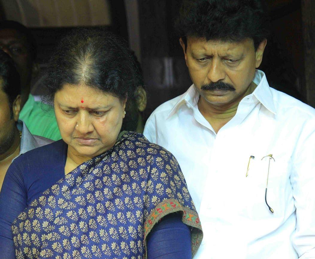 சசிகலா - திவாகரன்