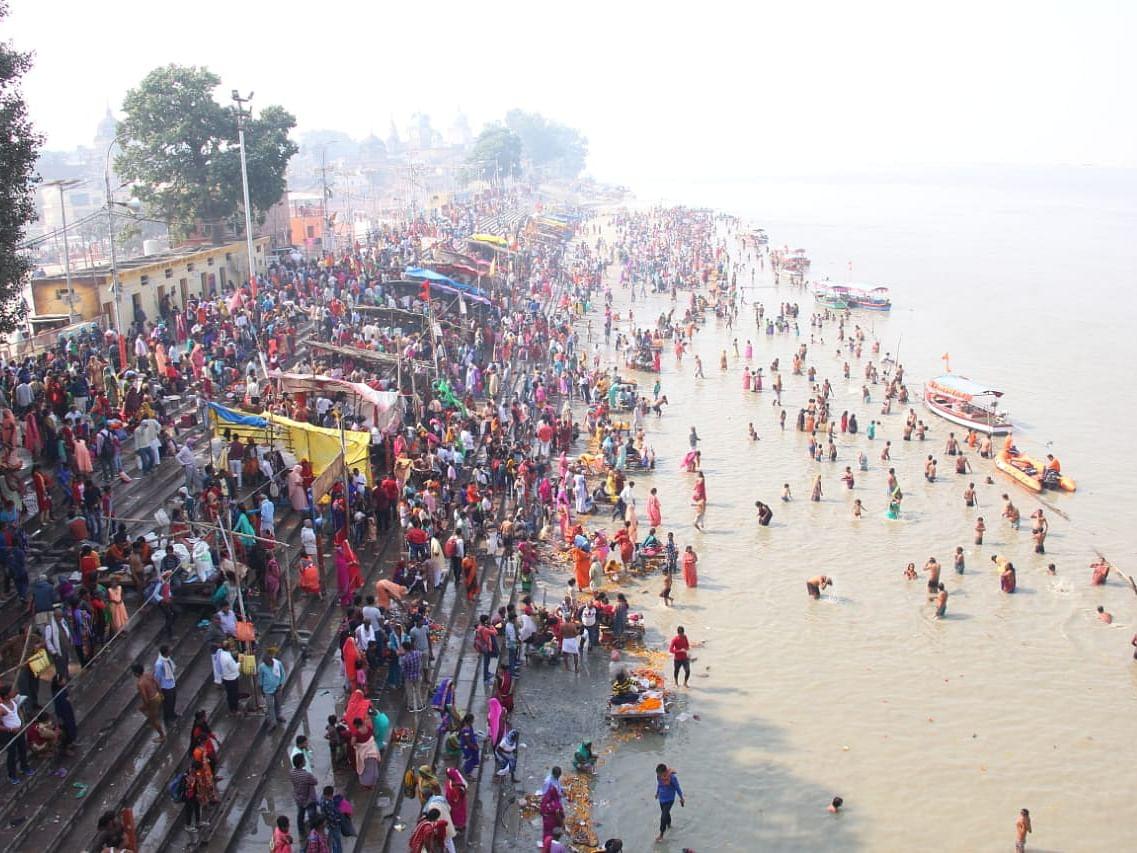 `சரயு ஸ்நானம்; களைகட்டும் கந்துமூல்!' - அயோத்தியில் குவிந்த பக்தர்கள் #VikatanInAyodhya